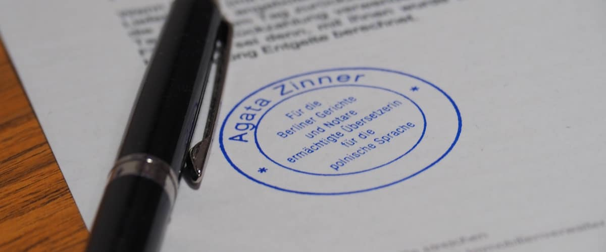 amtliches Dokument polnisch mit Stempel und Stift